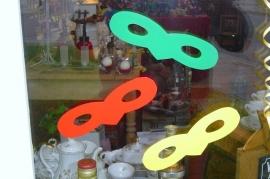 Raam sticker masker  inhoud 2 rood 2 geel 2 groen