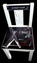 Houten stoeltje met naam ontwerp Tipi jongen