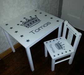 tafel en stoel set met kroon