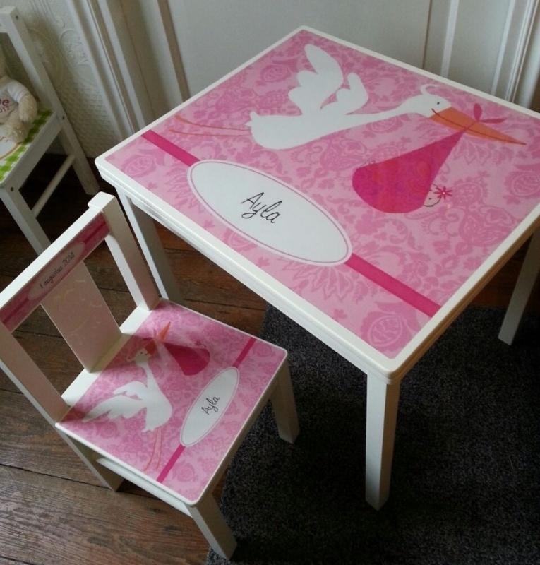 Tafel en stoel set naar aanleiding van het geboorte kaartje