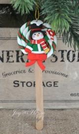 Kersthanger lolly sneeuwpop met zuurstok