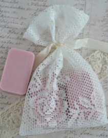 Kanten zeep zakje met lintje & zeep naar keuze