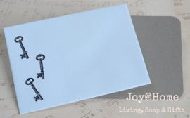Envelopje sleuteltjes & kaartje eigen tekst. In vele kleurtjes