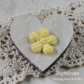 Houten hart met vilt bloemetje in vele kleuren