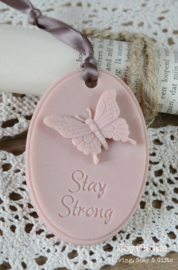 Zeepje medaillon vlinder, Stay Strong