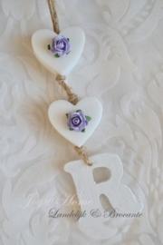 Zeephanger. Zeep hartjes & houten letter in vele kleurtjes