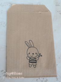 Papieren kraft cadeauzakje bruin of wit met stempel, keuze uit 6