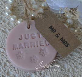 Zeep trouwbedankje Just married & label met eigen tekst in vele kleurtjes