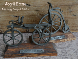 Antieke fiets van tin 1790 - 1880