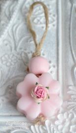 Hangertje zeepbloem, kraal en roosje. Per 5