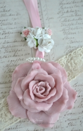 Zeepketting, zeep roos vintage roze met kralen en roosjes