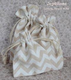Stoffen cadeauzakjes met witte zigzag