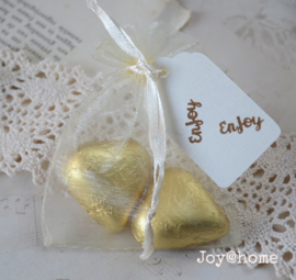 Organza zakje, chocolade hartjes & label Enjoy