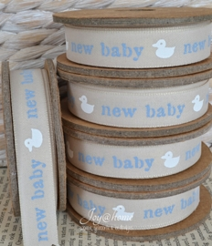 Kartonnen spoel met lint. New baby, taupe/blauw/wit
