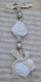 Zeepketting. Zeephartje, roosje & white stone kralen