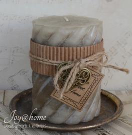 Kaars met label Home sweet Home. Met of zonder schaaltje