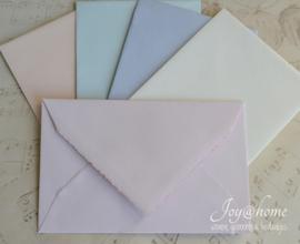 Envelopje met een schulprandje in 6 kleuren