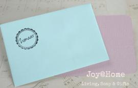 Envelopje met stempel & kaartje met tekst in vele kleuren & combinaties