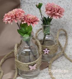 Hanger van touw met vaasje en bloemetje of vlinder
