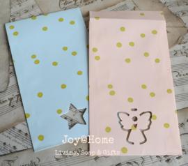 Papieren cadeauzakjes met ster of engel in 2 kleuren