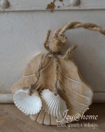 Houten schelphanger met schelpjes