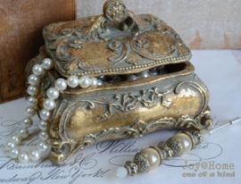Vintage juwelen kistje & hoedenspeld