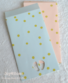Papieren cadeauzakjes met voetjes in 2 kleuren