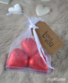Organza zakje, chocolade hartjes, label & stempel naar keuze