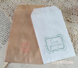 Papieren cadeauzakje met stempel, keuze uit 15 in vele kleuren