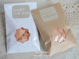 Zakje, zeep & sticker A gift for you