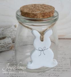 Glazen potje met stenen konijntje