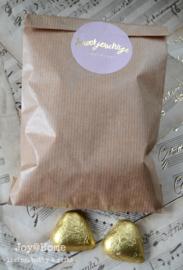 Kraft zakje, chocoladehartjes & kerststicker