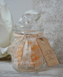Zeep cadeau, voorraadpotje glas met stukjes zeep in vele kleurtjes & label