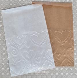 Bruin of witte papieren kraft zakjes met reliëf hart of ster