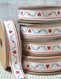 Kartonnen spoel met lint. Blauwe takjes &  rode hartjes
