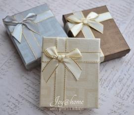 Cadeaudoosjes met strik in 3 kleuren