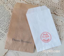 Papieren cadeauzakje met stempel, keuze uit 34 in vele kleuren