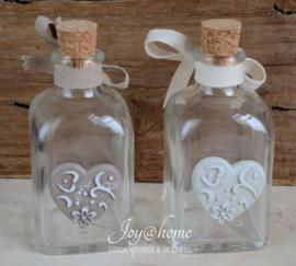 Glazen flesje met lintje & stenen hartje in 2 kleuren