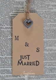 Label Just married & initialen in 7 kleuren, met of zonder bedelhartje