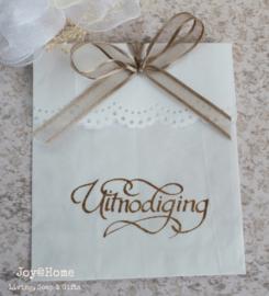 Bruin of wit cadeauzakje stempel naar keuze met strik