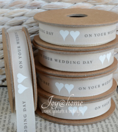 Kartonnen spoel met lint. On your weddingday beige/wit