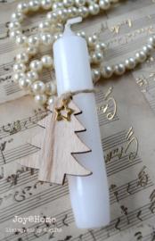 Kaars in vele kleuren, houten kerstboom met sterbedeltje