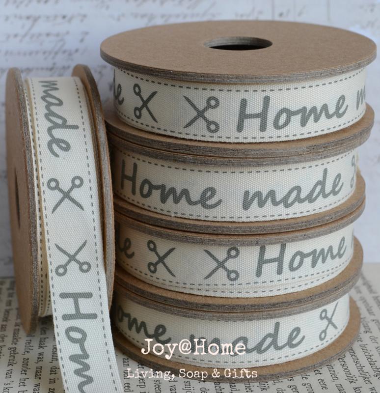 Kartonnen spoel met lint. Home made ✂︎ offwhite/grijs