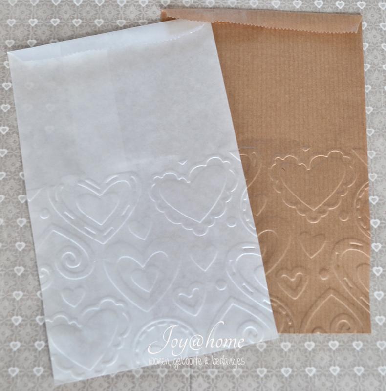 Bruin of witte papieren kraft zakjes met reliëf naar keuze