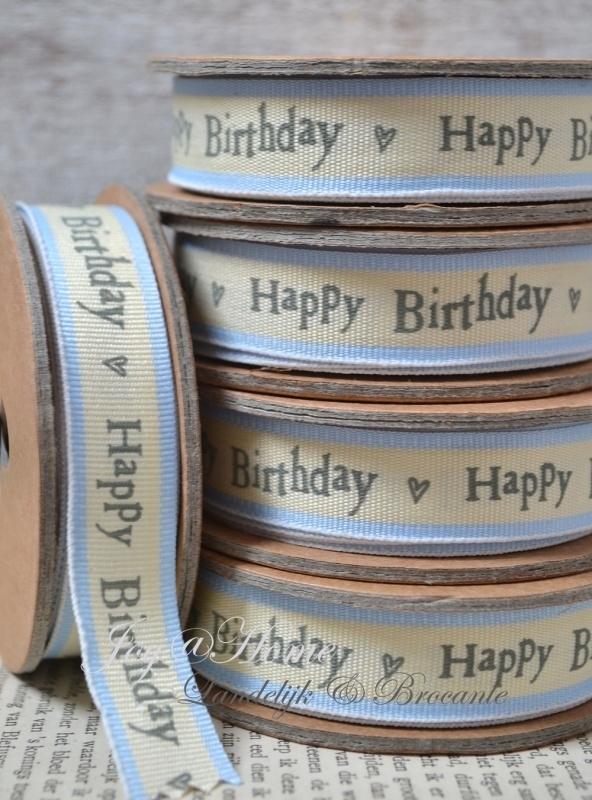 Kartonnen spoel met lint. Happy birthday, blauw/crème