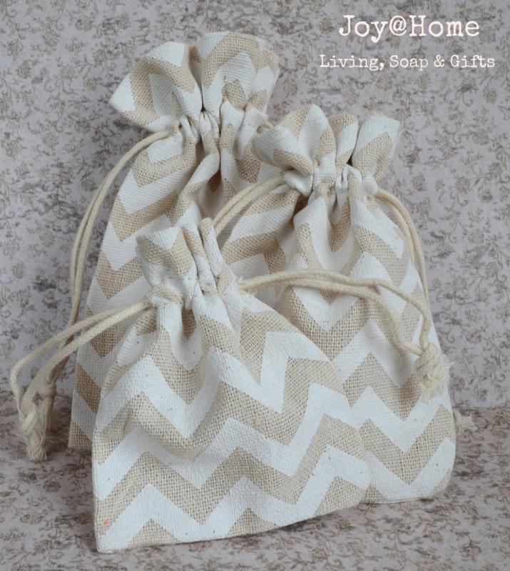 Zakje linnen met witte zigzag
