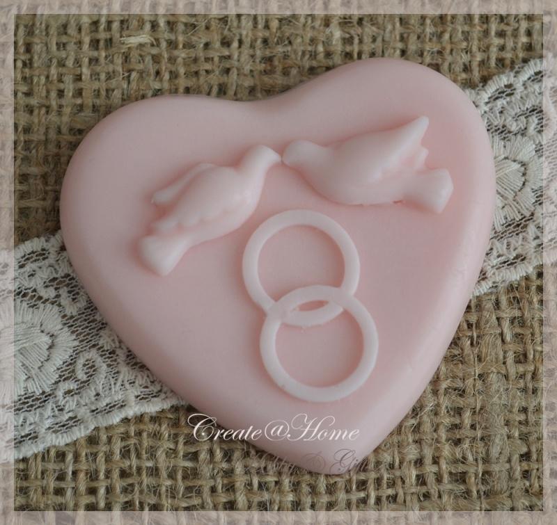 Zeepjes hartje met trouwringen & duifjes. Per 3