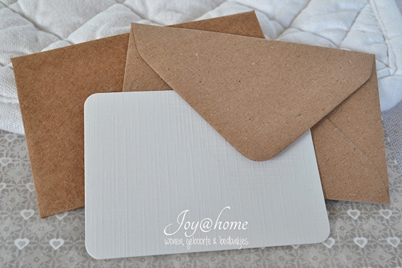 Kraft envelopje incl. kaartje met of zonder tekst. In vele kleurtjes