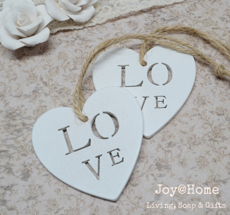 Wit houten hartje Love