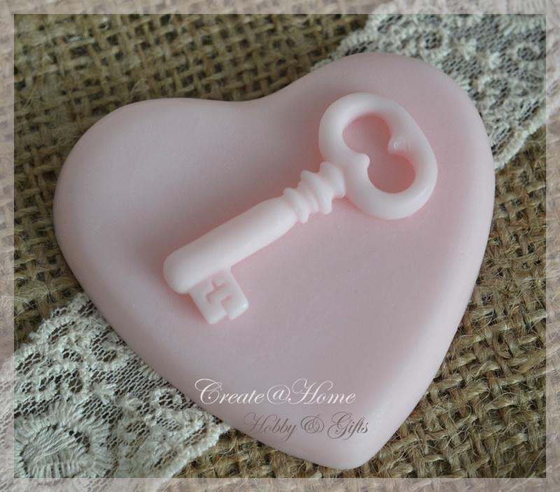 Zeepjes hartje met een sleutel. Per 3